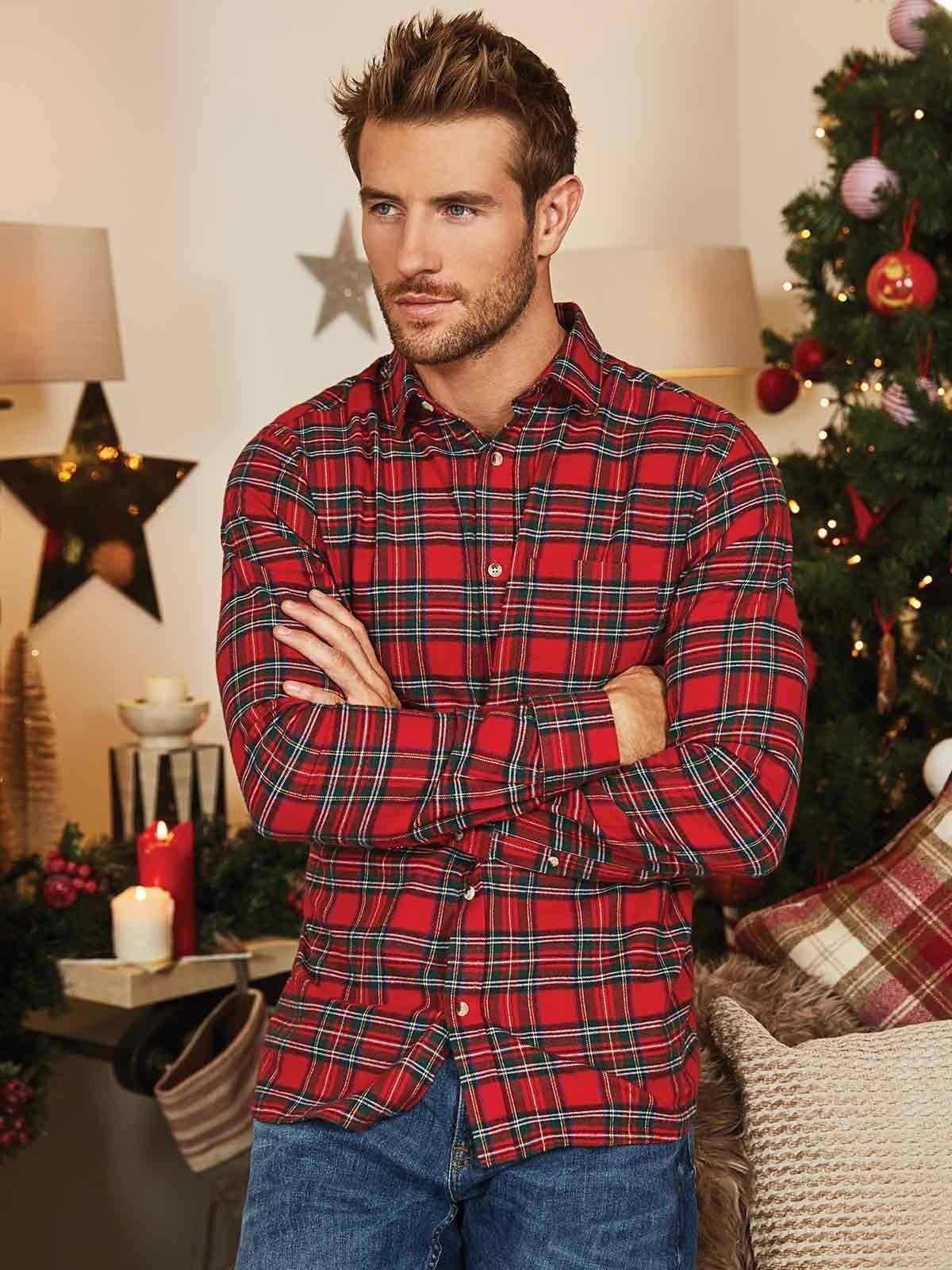 A flannel shirt worn with smart jeans is the perfect attire for classy NYE cocktails..