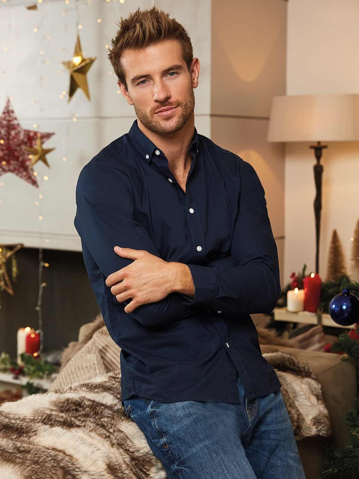 You can never go wrong with a long sleeved shirt and jeans – rock the smart casual look for NYE!